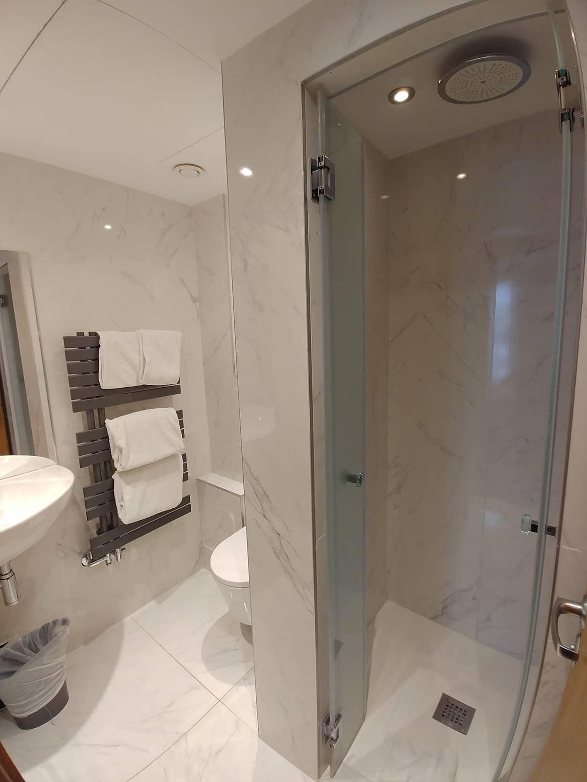 AO bathroom 1 HD